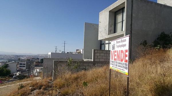Terreno en venta Fraccionamiento Balcones Coloniales en Querétaro Tx-2303 (5)