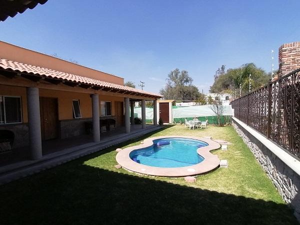 Venta y Renta de bungalows en plaza Santa Lucia en Tequisquiapan Col. Sauz Tx-2371 (2) - copia