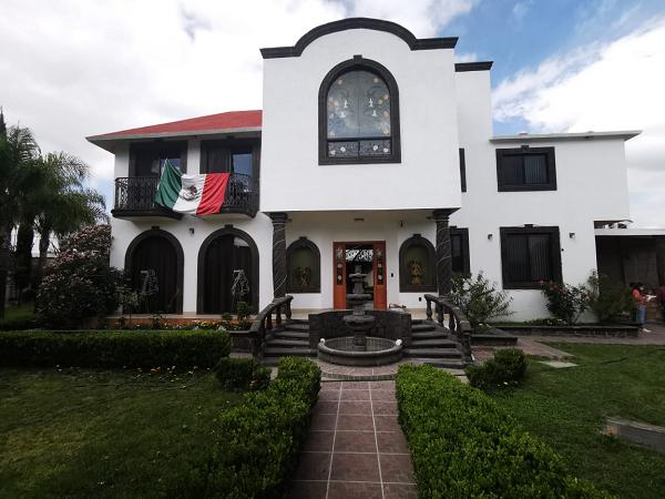 VENTA DE CASA EN FRACCIONAMIENTO LOS ARCOS EN EZEQUIEL MONTES Tx-2409