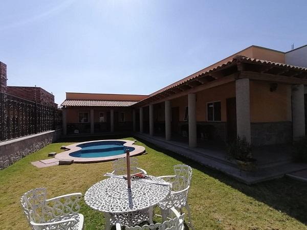 Venta y Renta de bungalows en plaza Santa Lucia en Tequisquiapan Col. Sauz Tx-2371