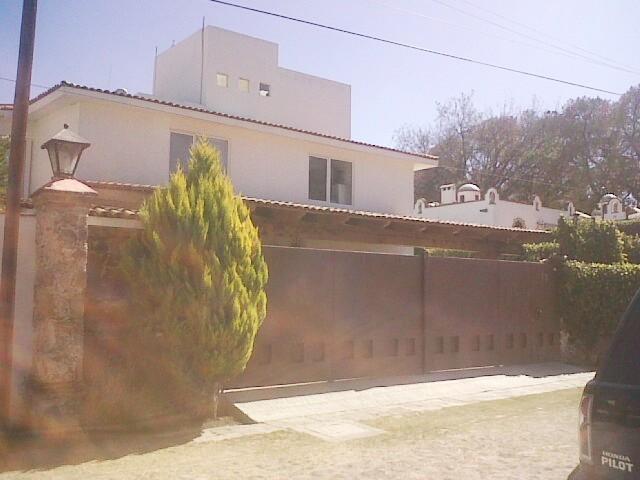 VENTA RESIDENCIA EN FRACC. LOS CLAUSTROS DE TEQUISQUIAPAN TX-1359